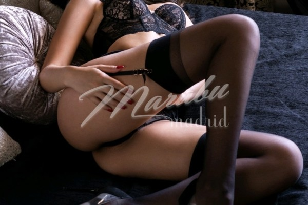 masajista erotica con las piernas abiertas
